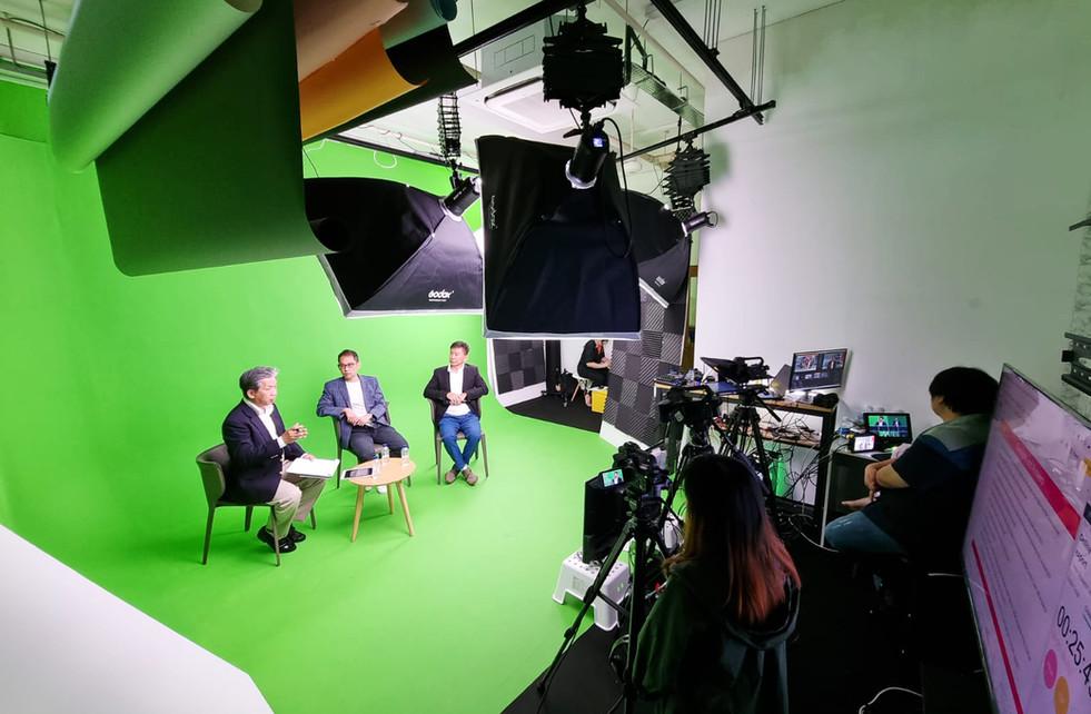Green screen Livestream.jpg