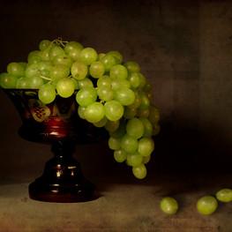 Frutero Bohemia con uvas blancas