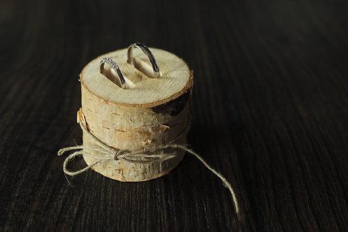 Dřevěný držák na prstýnky