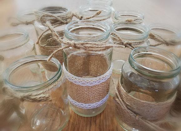 Skleněné vázy s jutovými provázky a krajkami - malé