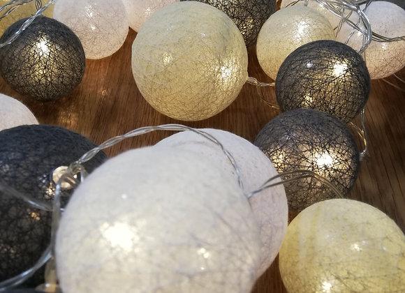 Světýlka šedé, bílé a béžové kuličky