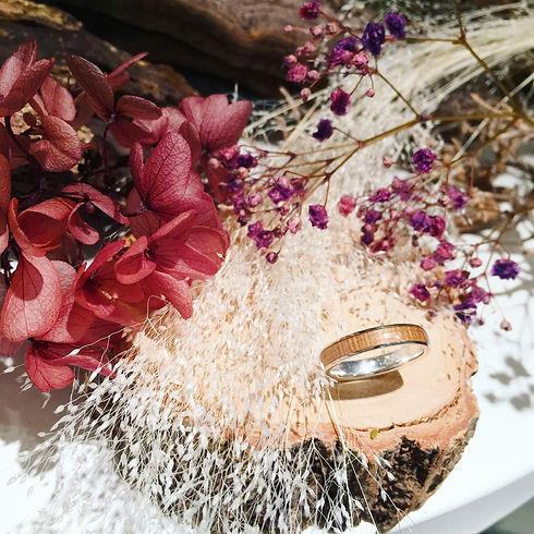 結婚10周年、20周年...   お誕生日やプレゼント   記念日を温かく彩る、  天然木の指輪 