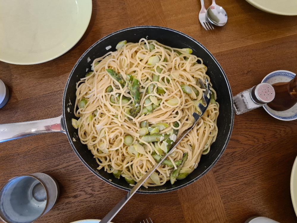 leckere Spargel Spaghetti aus regionalen Zutaten