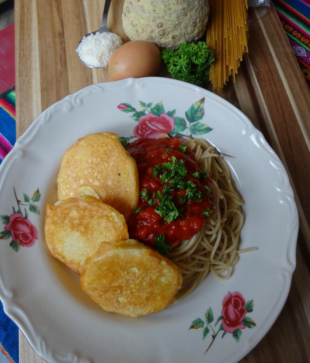 Piccata aus Sellerie mit Spaghetti an Tomatensauce aus Bio Produkten
