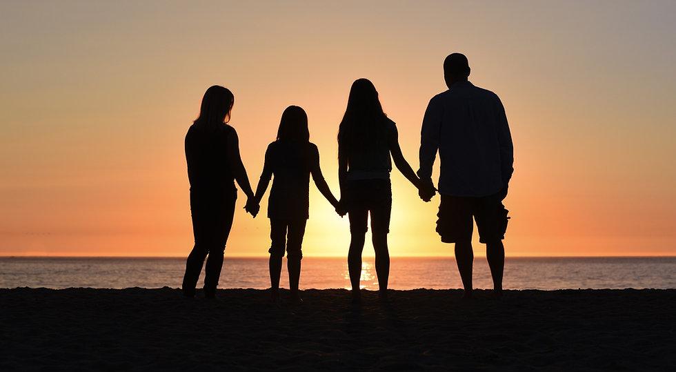 Family%20silhouette_edited.jpg