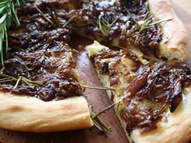 focaccia-with-red-onions-and-rosemary.jp