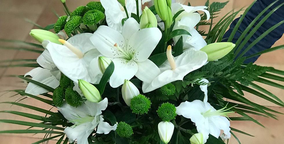 Ramo Lilium blanco, Anthurium blanco y boton verde