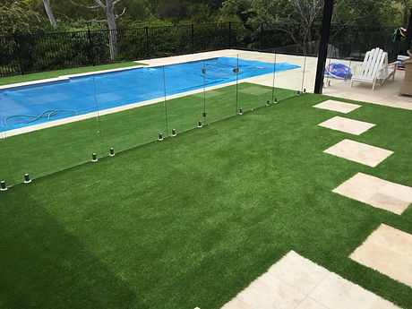 pool fence, synthetic grass and step pav