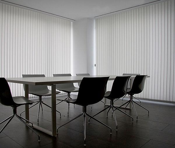 cortina vertical oficina.jpg