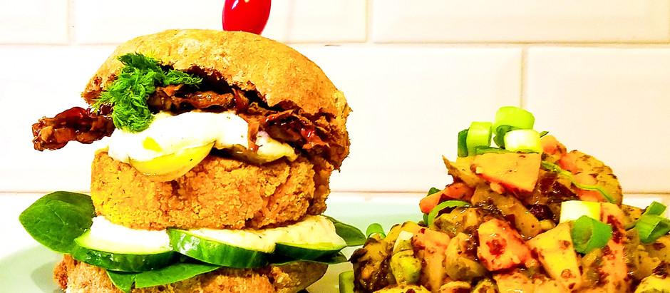 Vegan Fish-Burger mit lauwarmem Süßkartoffel-Algensalat