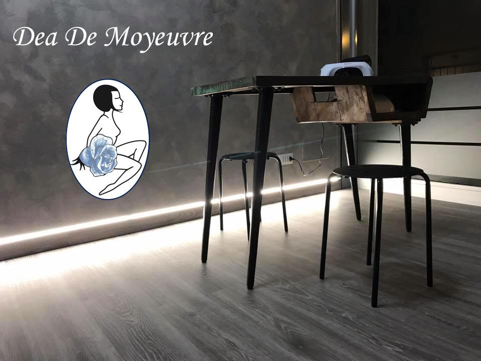 Tavolo Manicure - Tavolo antico in ambito moderno, attrezzi d'avanguardia e luci soffuse, una Manicure oltre all'esperienza Estetica.