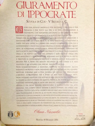 Ведущий врач-стоматолог клиники DioDent - Елена Назарко награждена пергаментом с клятвой Гиппократу