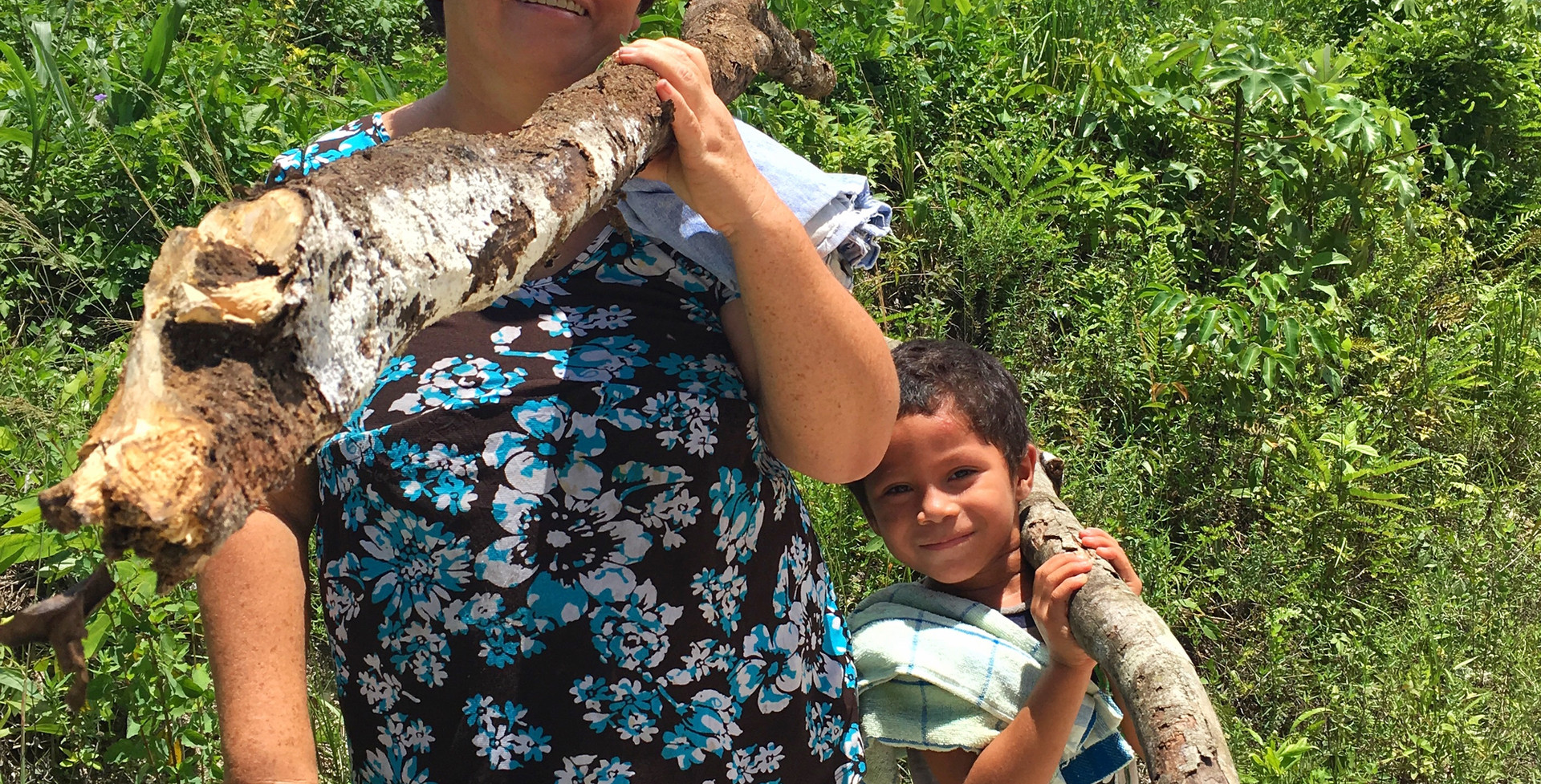 Teresa Díaz and her son. Wood for the fi
