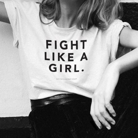 Cómo el feminismo y la moda rápida están intrínsecamente relacionados