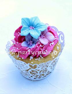 Flowery+Cupcakes+1+copy.jpg