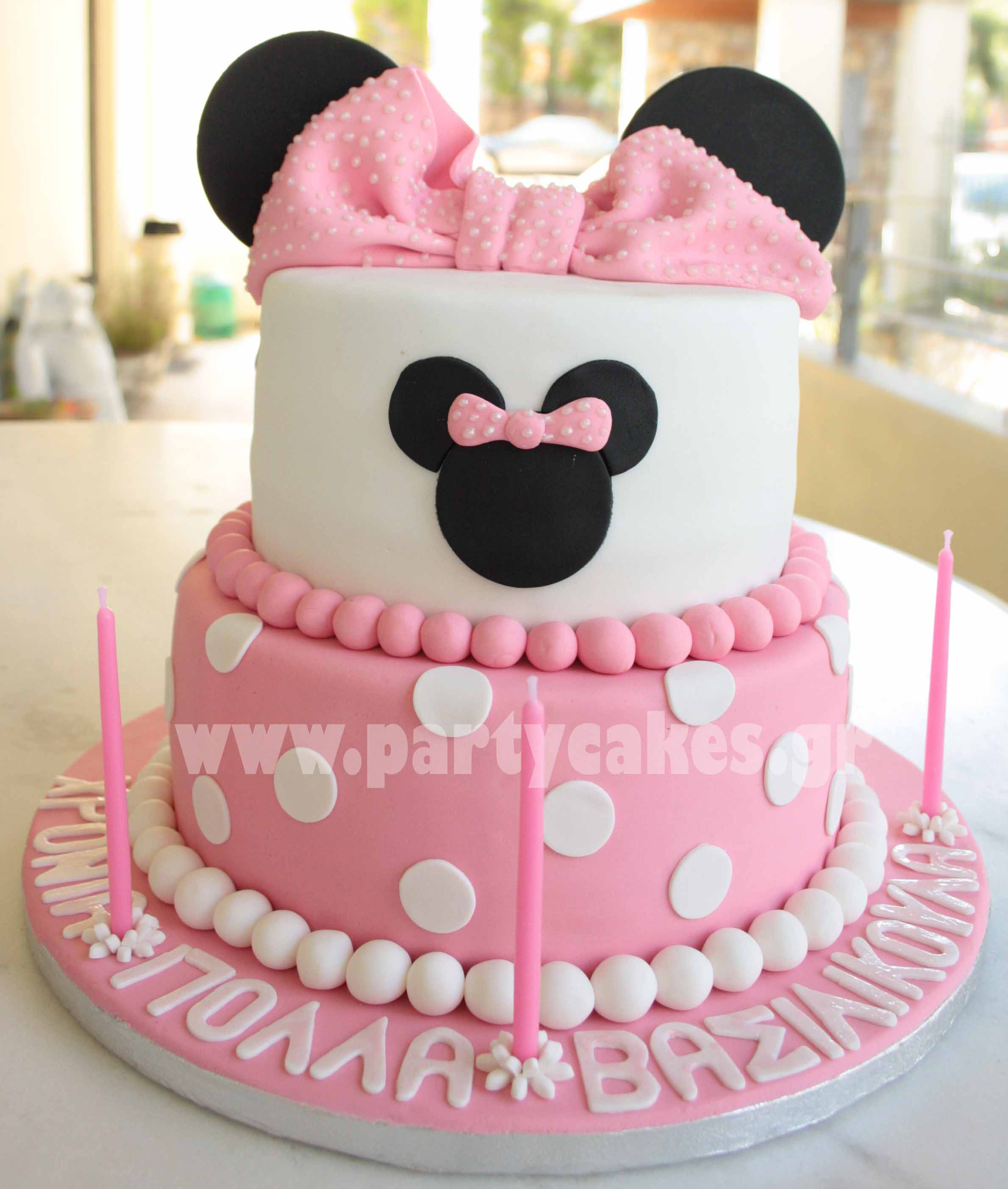 Minnie+Mouse+Cake+1+copy.jpg