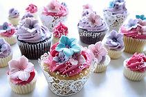 cupcakes καπκεικσ με βουτυρόκρεμα και λουλούδια