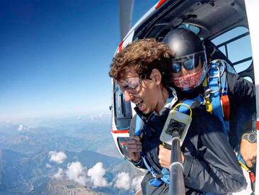 Osez sauter en parachute depuis un hélicoptère