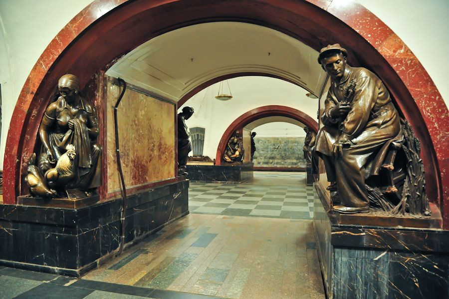 Estação Ploshchad Revolyutsii, Moscou