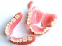 broken-dentures11.jpg