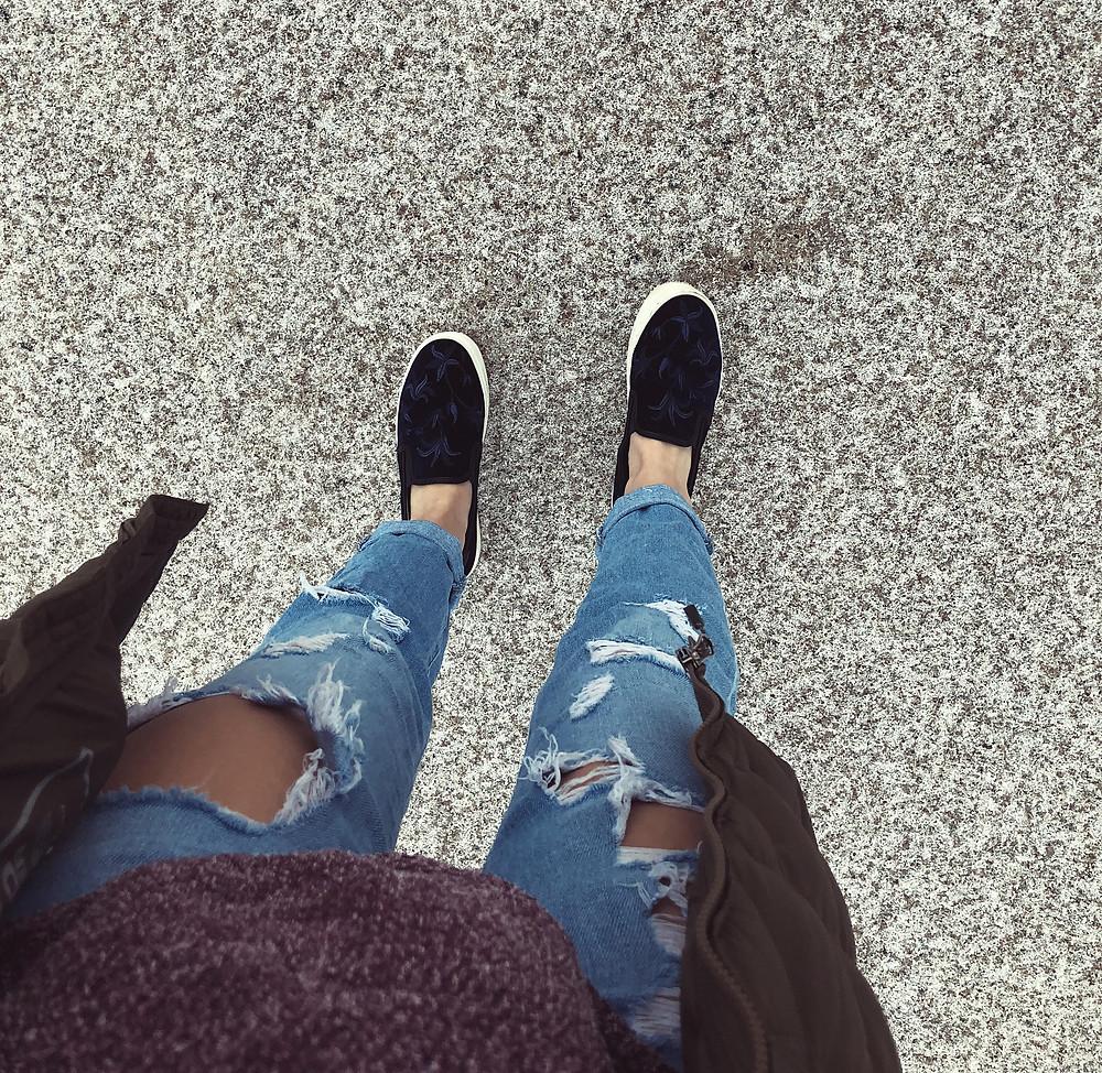 ootd, distressed jeans with platform sneakers