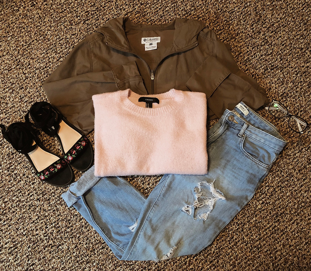 pink sweater with boyfriend jeans and wrap up sandals
