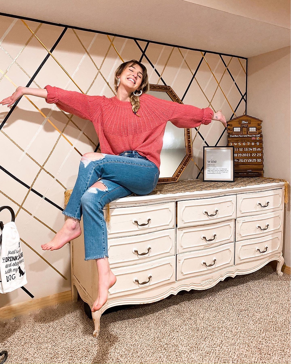 Abby Graf, The Bleached Curl, DIY wall