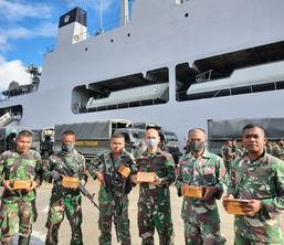 Pembagian Horvita untuk para TNI di Papua