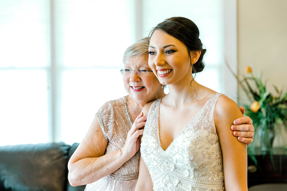 Bride and Mom (c) MorganLeighPhoto