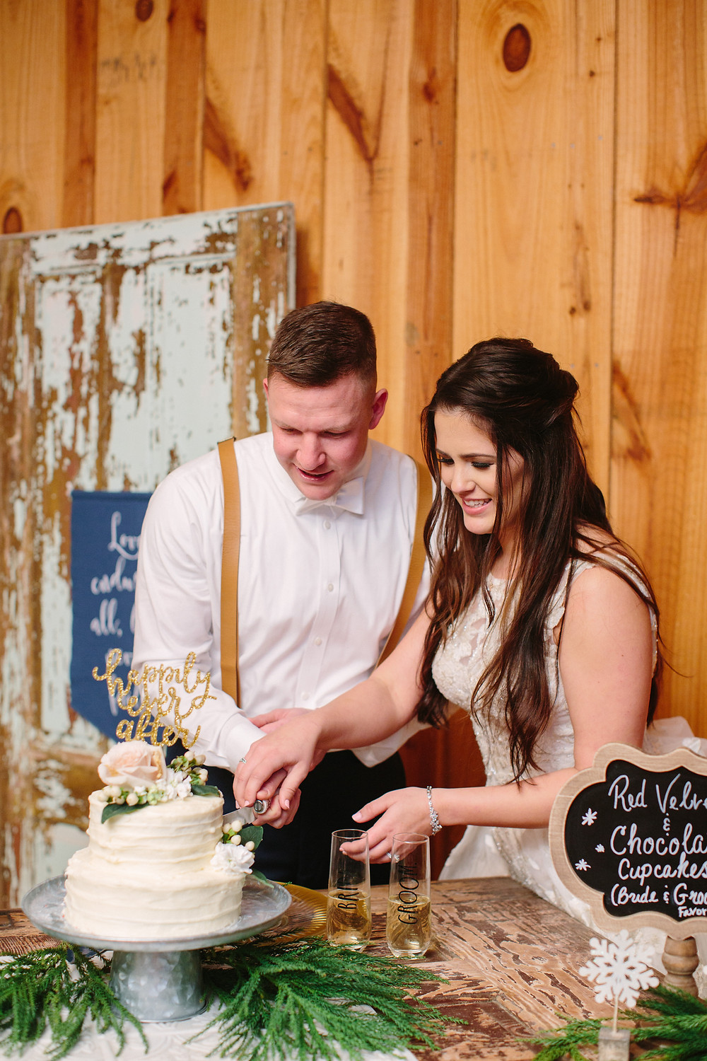 Cake Cutting  | Two Chics Photography