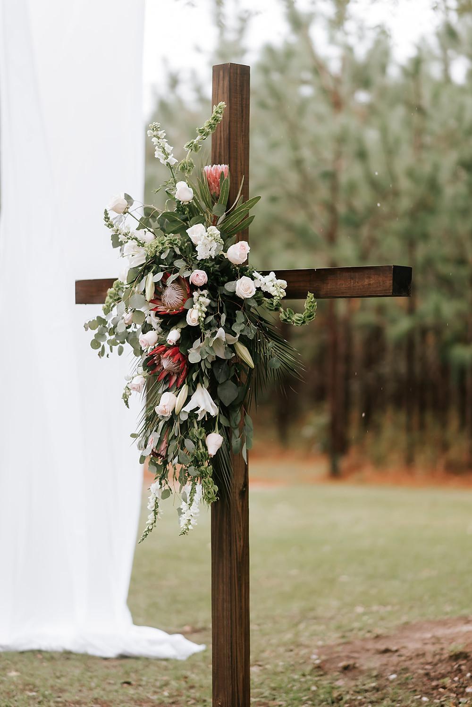 Ceremony Cross (c) AshlynCatheyPhoto