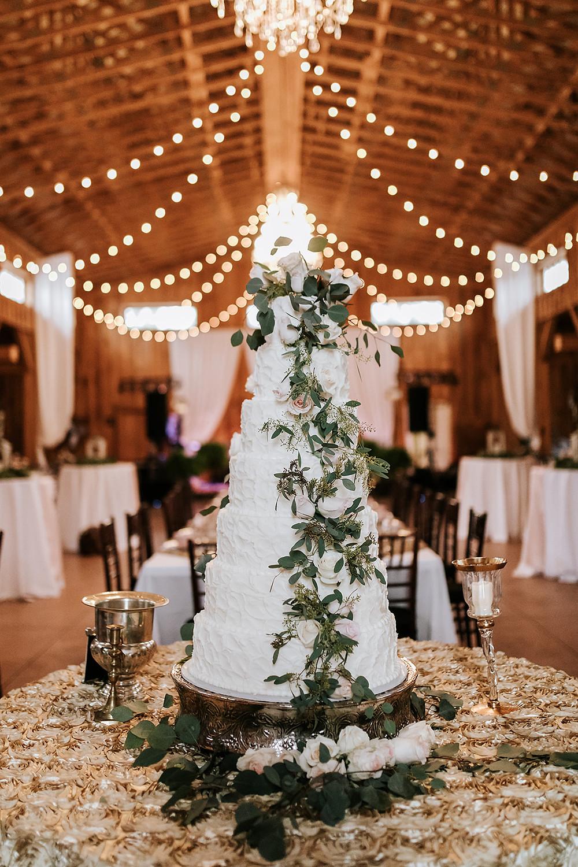 Wedding Cake (c) AshlynCatheyPhoto