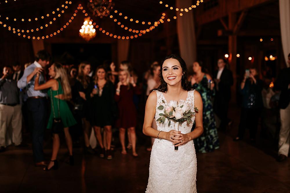 Bouquet Toss (c) AshlynCatheyPhoto