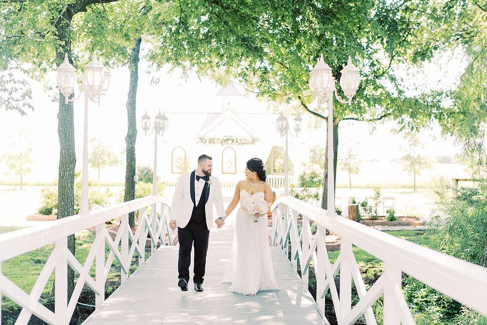 Bridge couple_Maddie Ray_website_sm.jpg