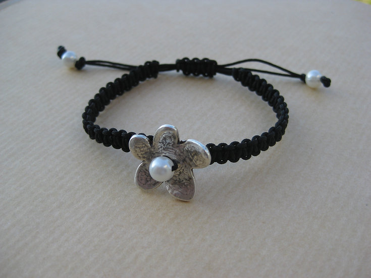 Pearl Flower Macrame Bracelet