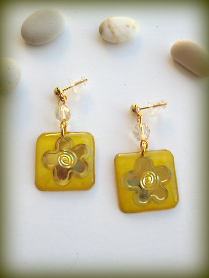 Gold Flower Resin Earrings