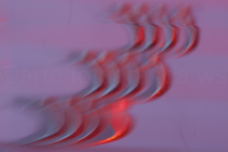 Auf-Schwingen-Rot-Violett