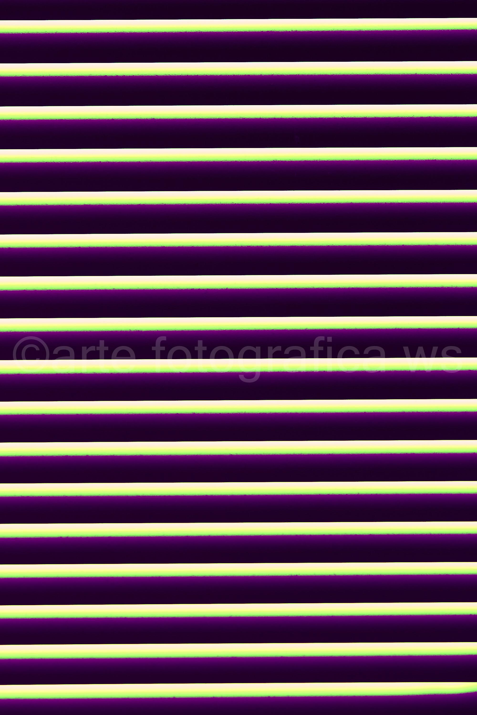 parallel-violett-gelb