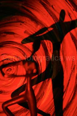 Tanz-im-roten-Kreis-hoch