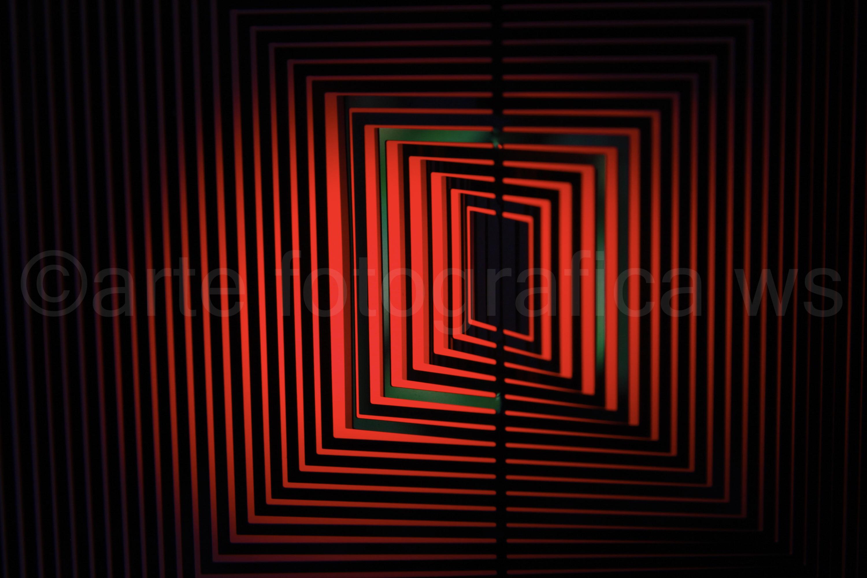 Windspiel-in-Rot