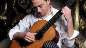 Un prodige de la guitare classique joue à l'abbaye