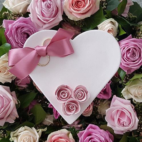 Ringschale Cremeweiss mit 3 Rosen Rosé