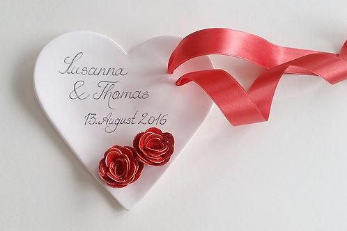 Ringschale in Creme/Weiss personalisiert mit roten Rosen