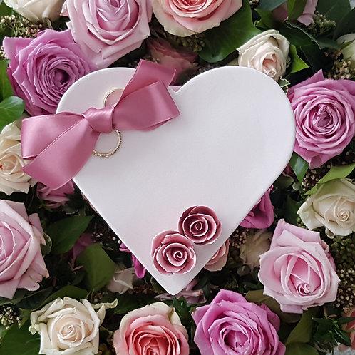 Ringschale Cremeweiss mit 2 Rosen Rosé