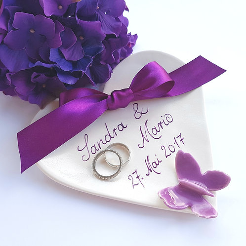 Ringschale in Creme personalisiert mit Lila Schmetterling