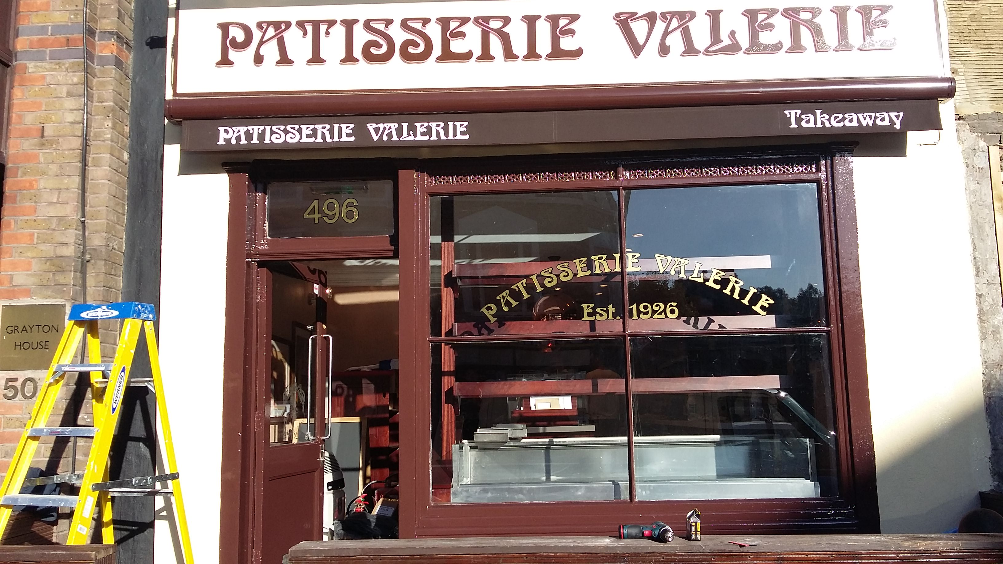 Shop Fitter Patisserie Valerie88