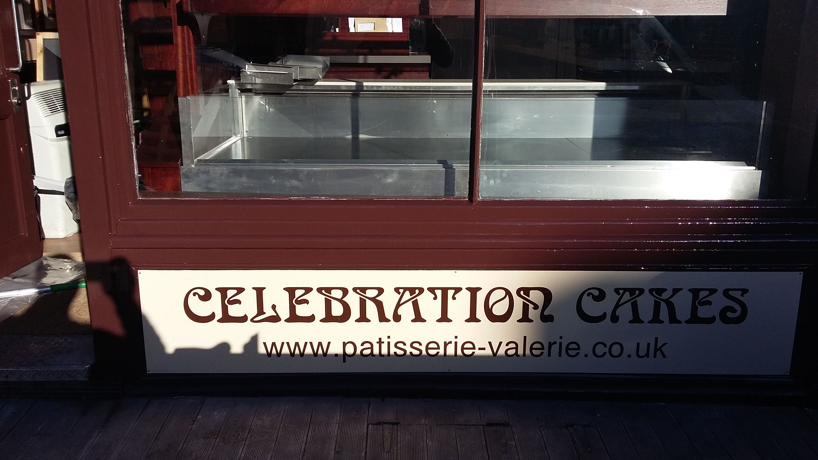 Shop Fitter Patisserie Valerie87