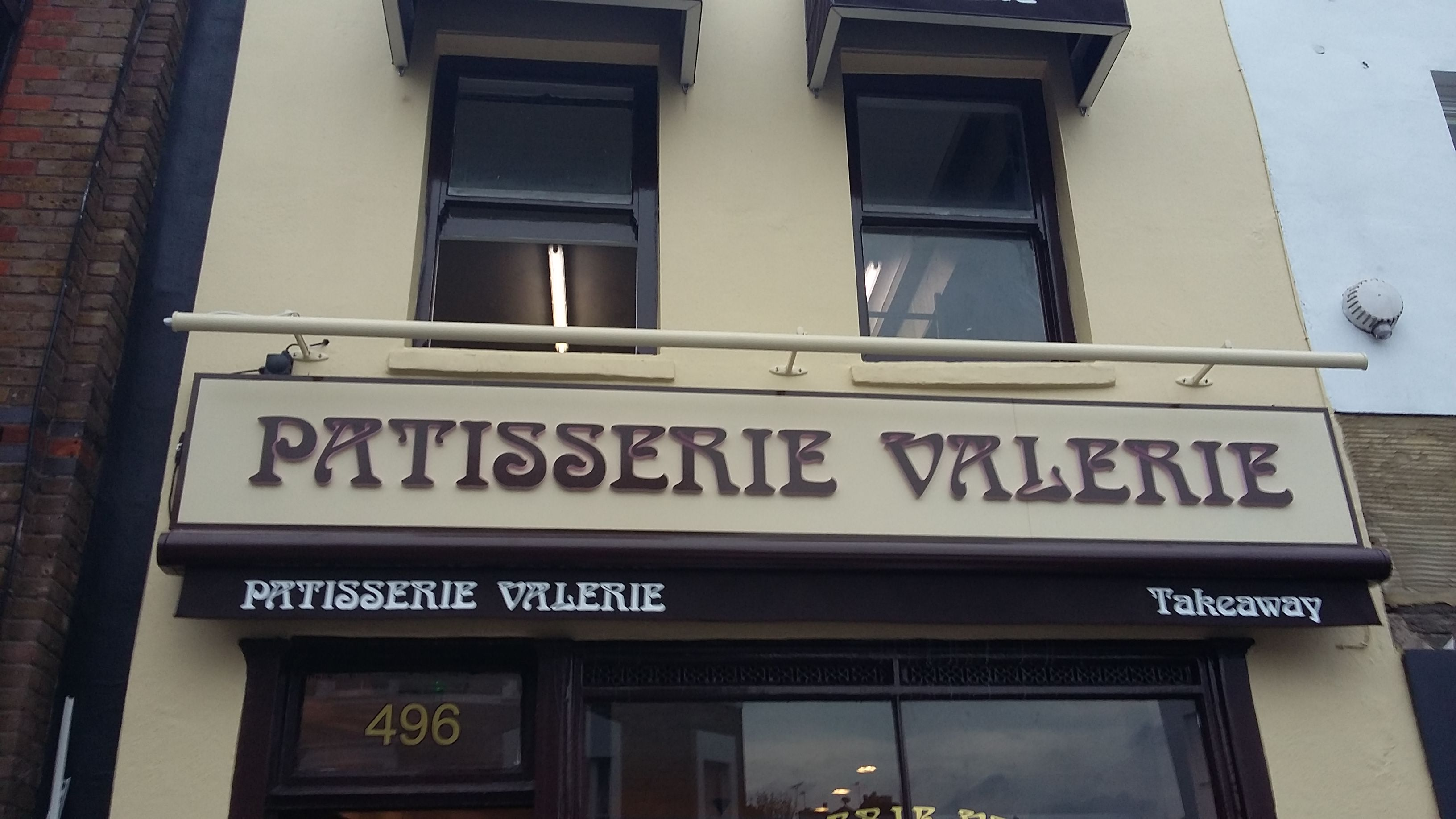 Shop Fitter Patisserie Valerie61