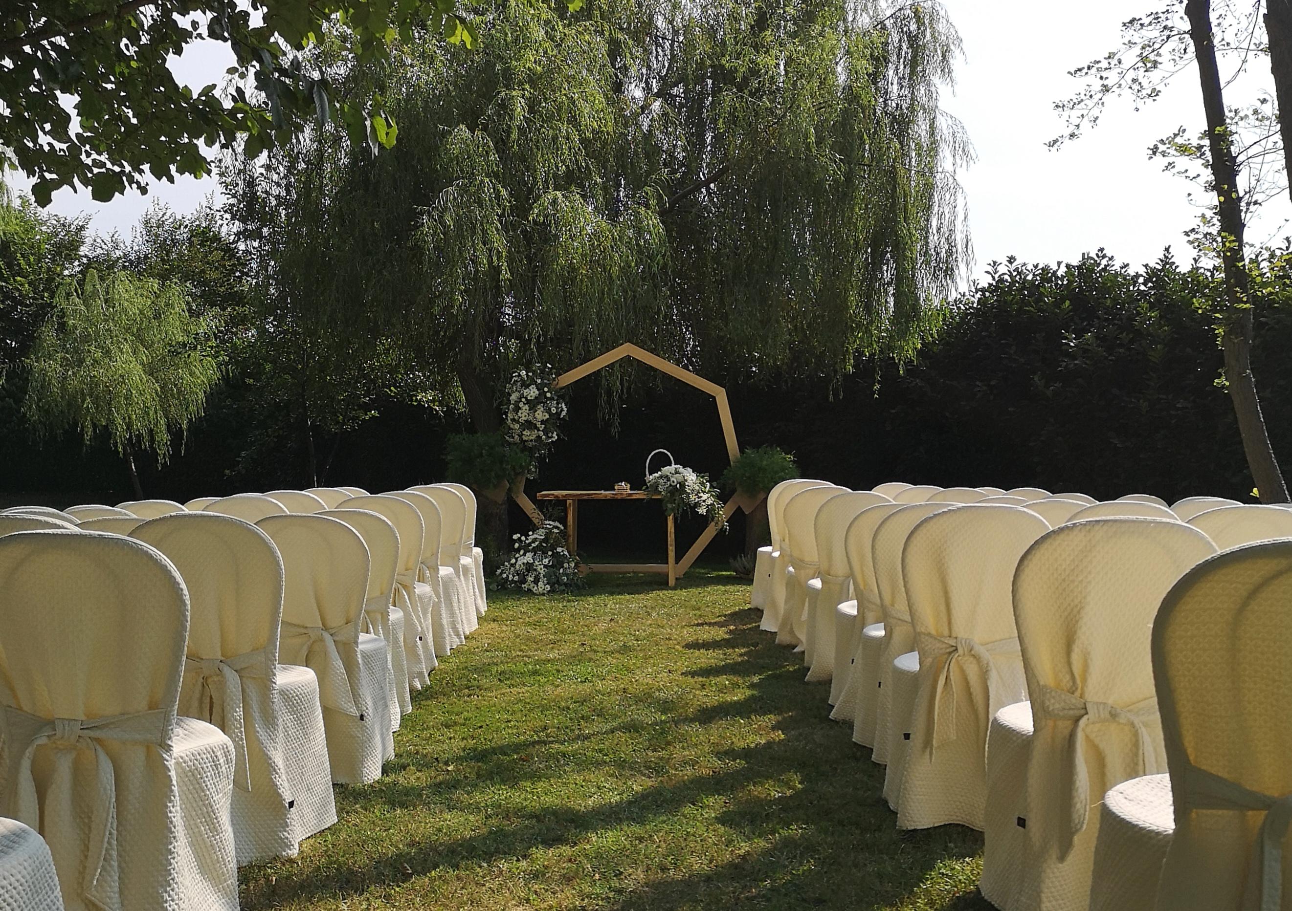 Cerimonia nel parco.jpg