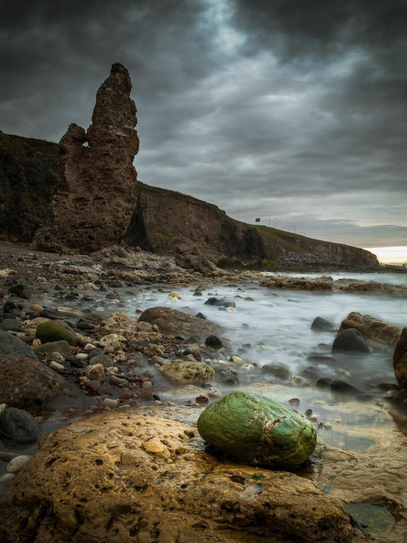 _IGP2466-1 Seaham Beach rocks.jpg